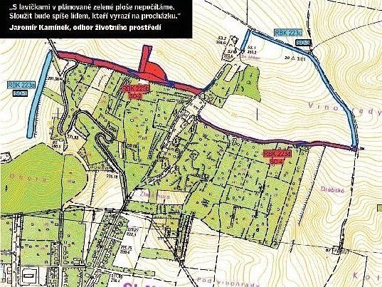 Modrá a červená barva na mapce v severní a východní části Slavkova u Brna ve směru na Rousínov i Němčany značí plánovanou výsadbu tisíců stromů a keřů. Pomůže dotace.