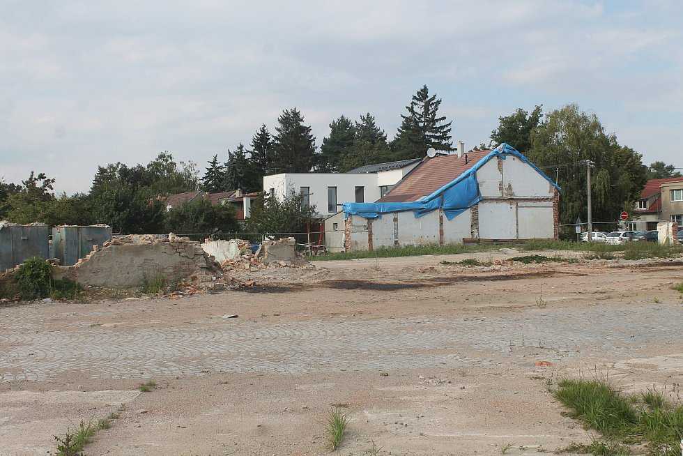 Areál bývalé vyškovské traktorové stanice po demolici.