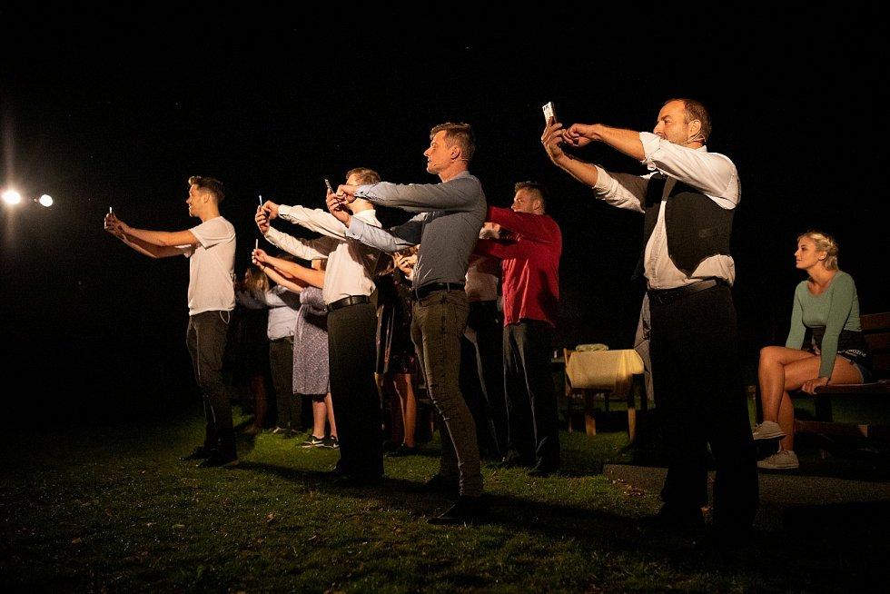 Dvě divadelní sezóny slavil dospělý soubor úspěch s muzikálem Láska pod lípou. Derniéra proběhla open air pod lípou, rámci festivalu.