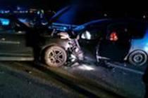 Řidička ve Slavkově u Brna při předjíždění čelně narazila do protijedoucího auta. Při nehodě se zranili čtyři lidé.