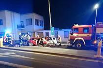 Dvě auta se ve čtvrtek v noci srazila v Olomoucké ulici ve Vyškově.
