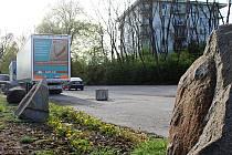 Nepříjemný budíček zažívají obyvatelé vyškovské Hybešovy ulice kvůli kamionům i ve tři hodiny ráno. To by mělo brzy skončit.