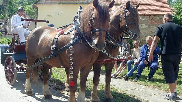 Oslavy 110. výročí Sboru dobrovolných hasičů v Kožušicích. Kolegy z Uhřic místní hasiči nepozvali.