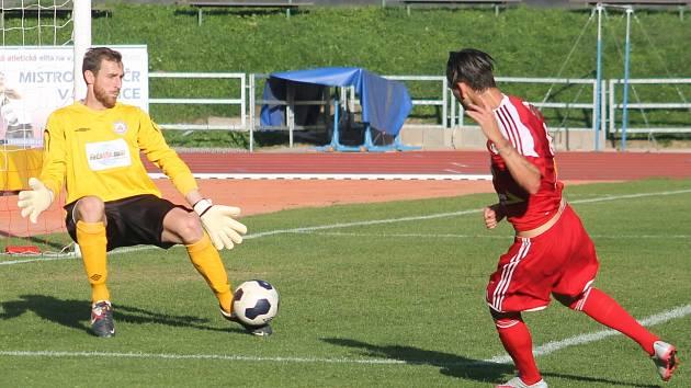 V předehrávaném utkání15. kola MSFL porazili fotbalisté MFK Vyškov doma FC Velké Meziříčí 1:0.