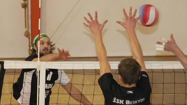 Volejbalisté Holubic porazili na domácí palubovce lídra II. ligy ŠSK Beskydy dvakrát 3:2.