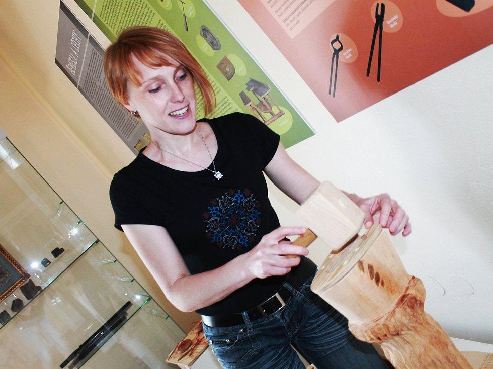 Na výstavě v bučovickém muzeu si návštěvníci, hlavně ti dětští, vyzkoušejí různá řemesla.