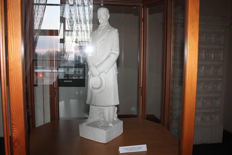 Výstava ve Slavkově u Brna připomíná výročí od výstavby pomníku na počet prezidenta Masaryka.