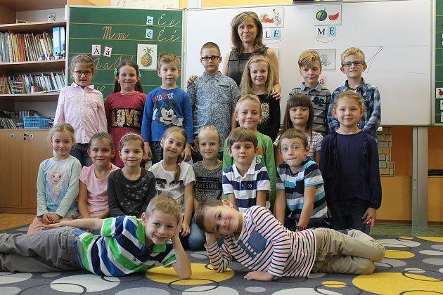 Žáci 1.B Základní školy Purkyňova ve Vyškově spaní učitelkou Lenkou Mazáčovou.