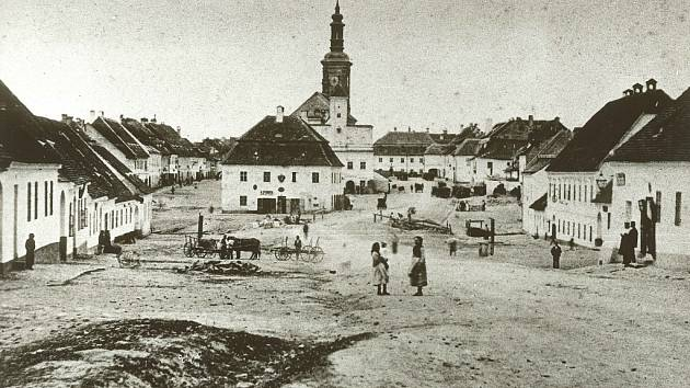 Nejstarší fotografie Rousínova z roku 1885.