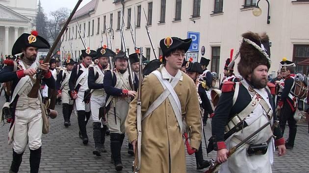 Slavnostní nástup vojsk na náměstí ve Slavkově a následné manévry v zámeckém parku.