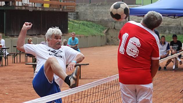 Oslavit 40. výročí založení nohejbalového klubu R.U.M. přijeli do Holubic bývalé hvězdy fotbalové Zbrojovky a hokejové Komety a ze současné extraligové nohejbalové bašty Modřic.