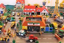 Ve Slavkově u Brna je k vidění výstava hraček postavených ze stavebnic.