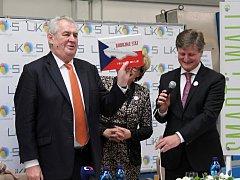Ve Slavkově u Brna se prezident Miloš Zeman pobavil se zaměstnanci firmy LIKO-S.