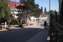 Obyvatelé Kašíkovy ulice několik týdnů žili v oblacích prachu. Podle některých by přitom stačilo, kdyby firma použila lepší brusky.