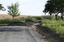 Za čtrnáct dnů vyrostla Kobeřickým za humny zpevněná přístupová cesta přes soukromé pozemky několika desítek majitelů. Zřizovatel cesty jednal bez souhlasu všech vlastníků. Cesta slouží především pro pěší.