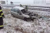 V neděli ráno okolo desáté hodiny došlo ke srážce vlaku s osobním autem na železničním přejezdu u Křižanovic, poblíž Slavkovu u Brna na Vyškovsku.