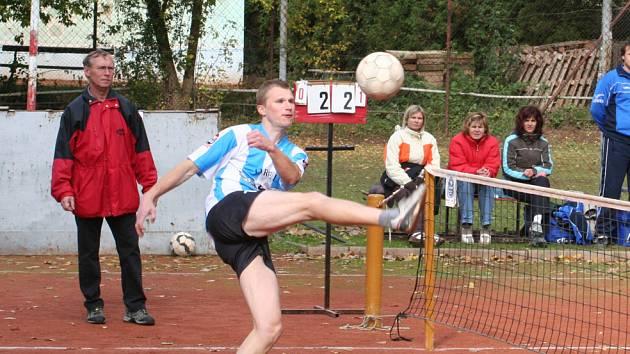 Petr Haluza (na snímku) musí se svými klubovými kolegy strávit smutnou realitu opuštění nejvyšších českých soutěží. Zánik celého oddílu ale zatím není na pořadu dne.