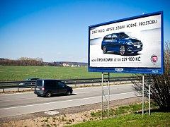 Na Vyškovsku a Blanensku zbývá už jen pár billboardů. Jedním z nich je například reklama na dálnici D1 těsně před Vyškovem.