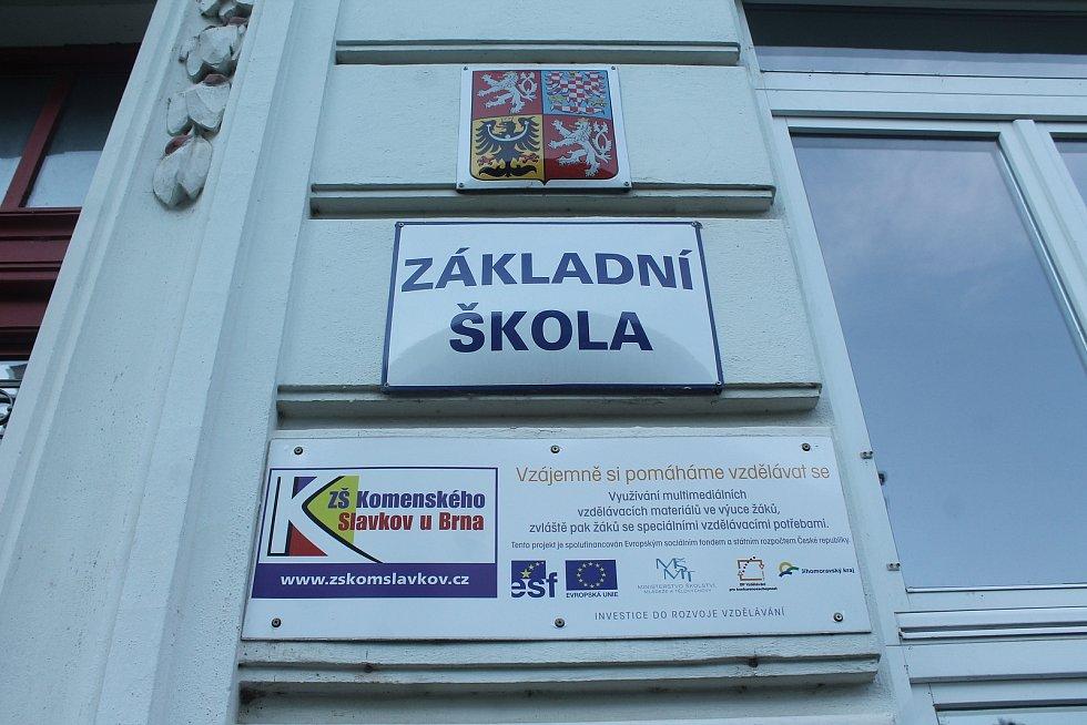 Opravy Základní školy Komenského ve Slavkově u Brna.