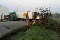 Havárie kamionu z noci na pátek blokovala slavkovskou Bučovickou ulici v brzkých ranních hodinách.