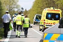 Mladý motorkář zemřel po srážce s Land Roverem u Ježkovic.