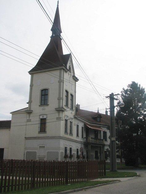 Chvalovický zámek