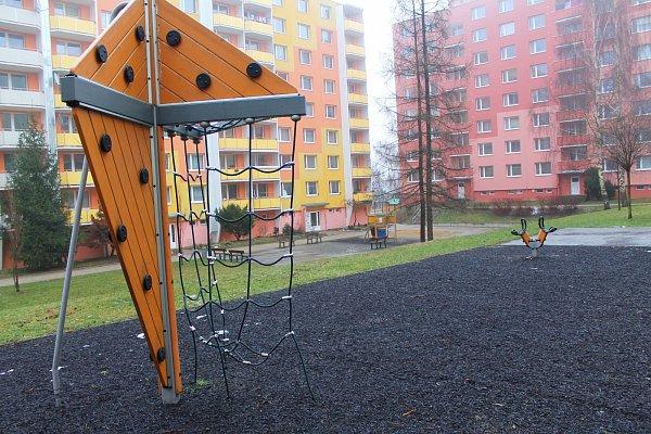 Vyškov dá iletos miliony korun na obnovu hracích prvků a dětských hřišť. Vyškované to vítají. Někde ale vidí rezervy: třeba na Osvobození.
