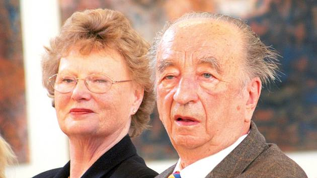 Hudební skladatel, dirigent a vysokoškolský pedagog Antonín Tučapský slaví pětaosmdesátiny. Na fotografii s manželkou.