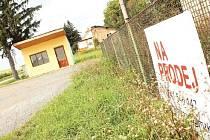Z osady Rošťoutky, která spadá pod Milonice, by současné vedení obce v budoucnu rádo vidělo něco jako průmyslovou zónu. Vzhledem k tomu, že místní si nedávno opravili domy, je prozatím uskutečnění plánu u ledu.