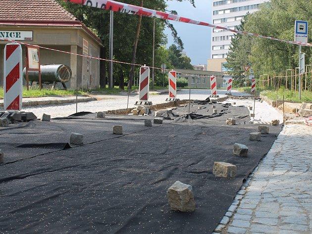 Po několika letech vyškovská radnice přistoupila kopravě alespoň části spojovací silnice na Sídlišti Víta Nejedlého vDědicích.