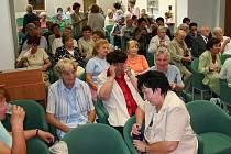 Přes sedm set návštěvníků se zúčastnilo programu Akademie třetího věku. V průměru tak připadá sedmdesát účastníků na jeden seminář.