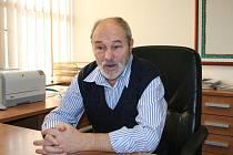 Pavel Prokop působí ve funkci otnického starosty nepřetržitě od roku 1994. Obyvatelé s ním své problémy probírají často rovnou při setkání na ulici, rád je ale přivítá i ve své kanceláři na obecním úřadě.