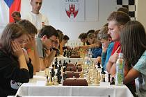 Největší české šachové naděje pro blízkou budoucnost strávily uplynulý víkend ve Vyškově. Přijaly výzvu soupeřit o mistrovské tituly v rapid šachu. Devět partií turnaje mělo nečekaný průběh a velmi překvapivého vítěze.