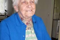VĚČNÁ OPTIMISTKA. Pamětnice Anna Průchová si stále uchovává dobrou náladu. I když hovoří o nepříjemných zážitcích z dob druhé světové války.