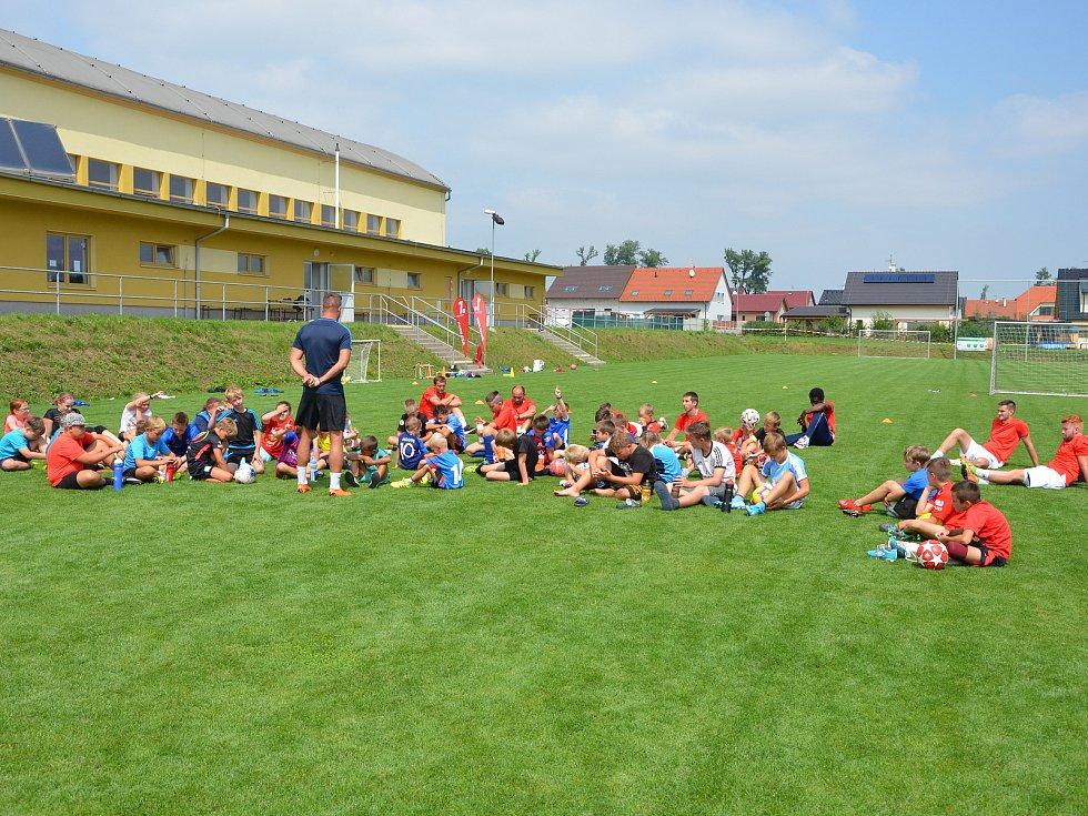 Fotbalistům TJ Komořany se daří rozšiřovat  vlastní mládežnickou základnu.