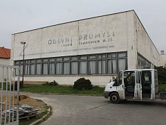 Dřív textilní závod Egrova, později pobočka OP Prostějov. Budova už několik let chátrá.