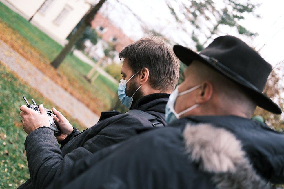 Pro vysílání na webu a sociálních sítích chystají organizátoři předtočené vstupy.