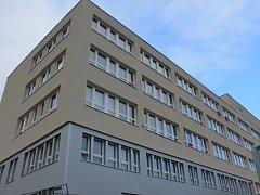 Vyškovská poliklinika už je zateplená, do konce roku bude mít i nové výtahy a sociální zařízení.
