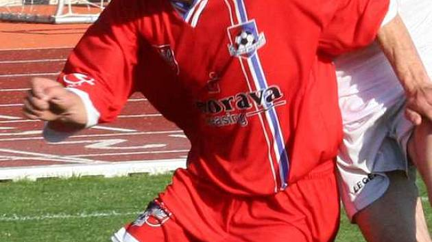 V divizním fotbalovém utkání mezi Vyškovem a Velkým Meziříčím diváci viděli spoustu soubojů. V nich vyhrával většinou domácí Rostex a to mu přineslo i tři body.