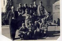 Družstvo starších žáků SDH Rousínovec z roku 1958.