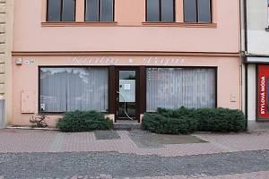 TOP 2 HNED PAVEL VIČAR Knihkupectví ve Vyškově je zase v provozu. Majitelka si pořídila systém EET, a po rozhodnutí finanční správy může svůj obchod dál provozovat.