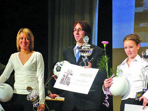 V loňské ročníku oblíbené vyškovské ankety dostali nejvíce hlasů zprava vítězná gymnastka Petra Štaudrová, druhý v pořadí běžec Jiří Němeček a třetí světoznámá cyklistka Lada Kozlíková.