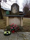 Pomník vzpomíná nejen na padlého rudoarmějce, ale také na bučovické vojáky, legionáře a tři místní chlapce, kteří zemželi v koncentračních táborech.