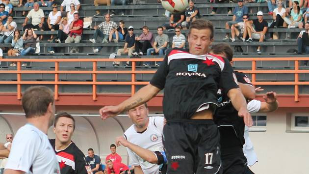 Poslední střet Vyškova a Kroměříže hostil v polovině září stadion Za parkem (na snímku). Diváci se žádného gólu nedočkali. Páteční odveta by mohla být jiná. Domácí chtějí uzavřít dobrou sezonu za tři body, MFK po minulém týdnu herní zlepšení.