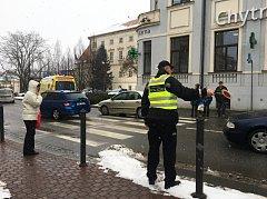 U obchodního domu Kojál ve Vyškově auto srazilo patnáctiletou dívku.