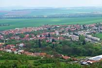 Pohled na Drnovice z rozhledny Chocholík.