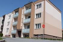 Lidé z rousínovských bytových domů zvažují, zda budou následovat Brňany a podají žalobu. Situace se týká asi 140 bytových jednotek a čtrnácti garáží.