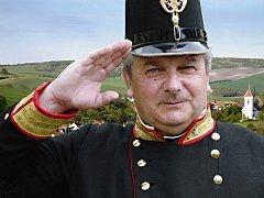 Do uniforem, které vlastní, se Jiří Skokan obléká zřídka. Zahlédnout ho lidé mohli třeba ve stejnokroji rakousko-uherského policejního důstojníka.