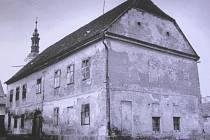 Židovská škola před zbouráním v první polovině 20. století.