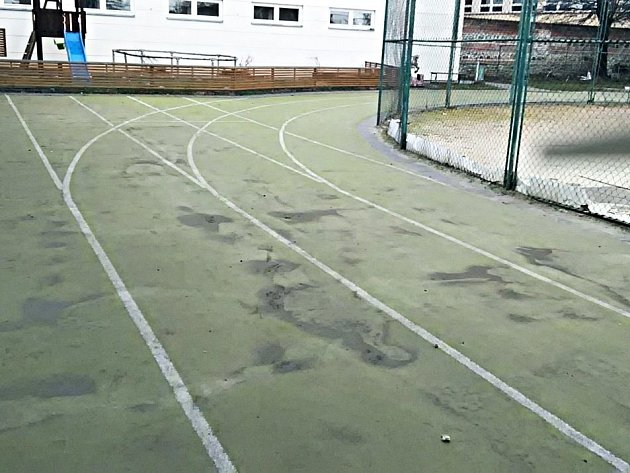 Atletický ovál a víceúčelové hřiště ve vyškovském orelském areálu se na podzim dočkají obnovy.